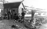 Norwegia 1940 - chwila odpoczynku. Grupa spadochroniarzy z I p. spadochronowego.