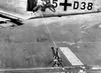 Desant niemieckich spadochroniarzy.