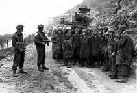 Niemieccy jeńcy wojenni po Monte Cassino.