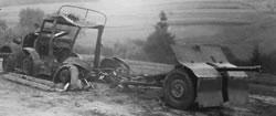 Zniszczony ciągnik art. PZInż. 302 z armatą.