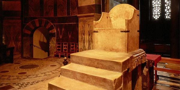 Złoty tron z Akwizgranu - na tropie średniowiecznej legendy
